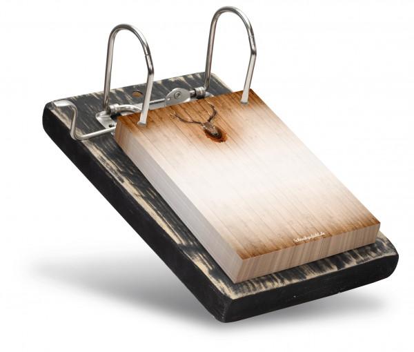 Mit dem schwarzen Holzbrett ist der Notizzettelhalter ein wertiges Geschenk für Vater oder Mann.