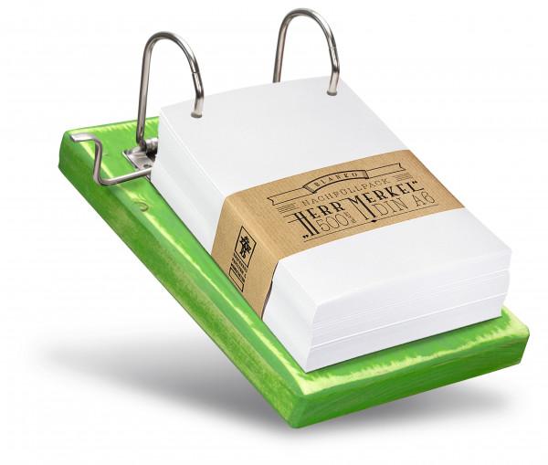 Das Recyclingpapier passt perfekt zu allen Holzfarben.