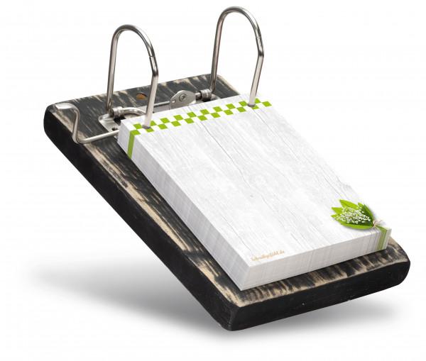 Die Farbe des recycelten Holzbrettes kann frei gewählt werden.