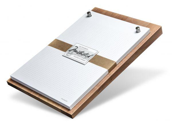 """Dieses hochwertige Schreibbrett """"Meisterstück"""" vereint edles Kirschholz mit schickem Edelstahl und eignet sich sehr gut zum Verschenken."""