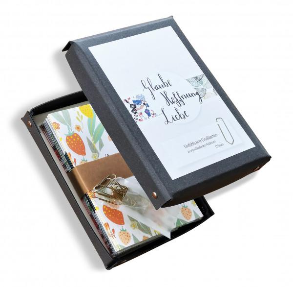 """Die Grußkarten-Box """"Glaube, Hoffnung, LIebe"""" enthält 12 Karten mit vier verschiedenen Motiven für jeden Anlass."""